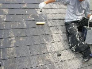 屋根下地塗り